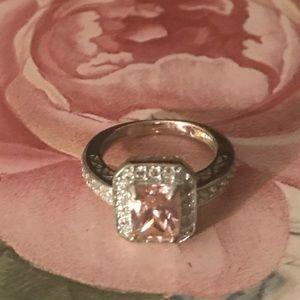 Jewelry - Pink stone ring